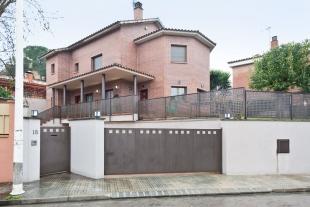 For sell – Villa in Rubí